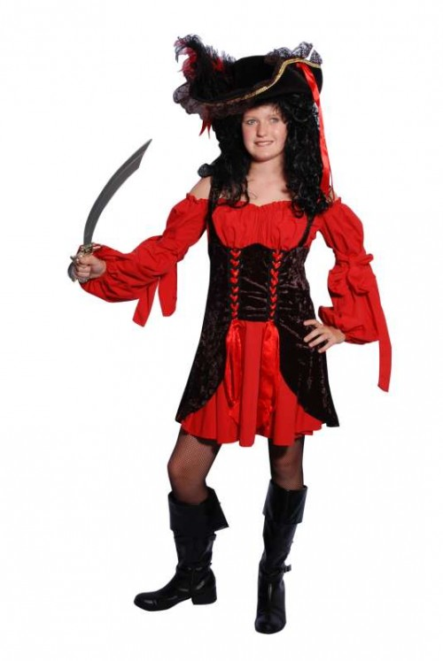 Red_Black_Pirate_Wench